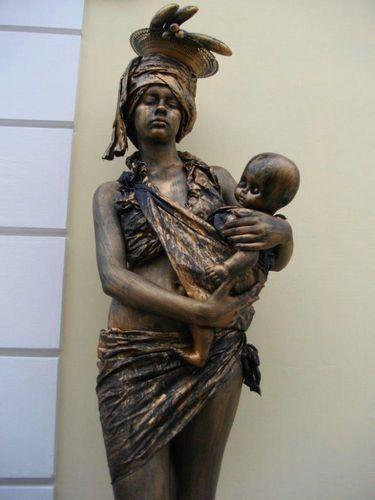 生きた銅像20