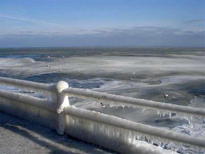 え、波って凍るんだ…05