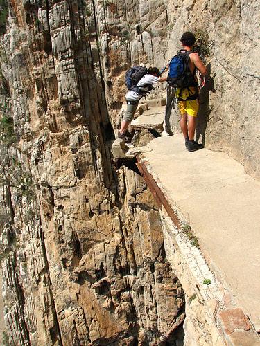 やばすぎるスペインの断崖絶壁「Caminito del Rey」01