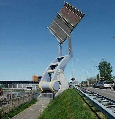 オランダの強引過ぎる架け橋05