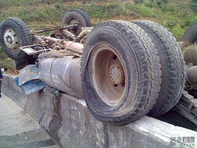 トラックの横転08