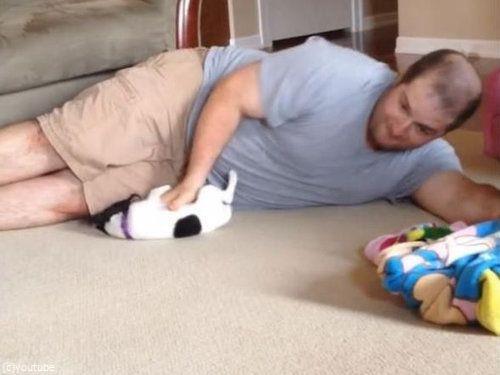 パパと子犬の戦い01