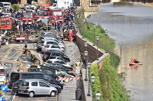 フィレンツェで洪水08