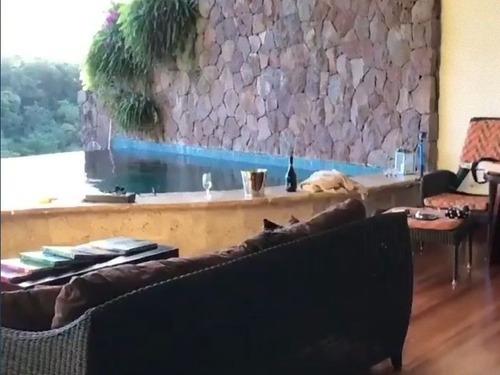 プライベートプールの凄いホテル00