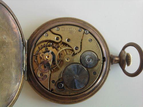 時計の部品から造った動物アート00