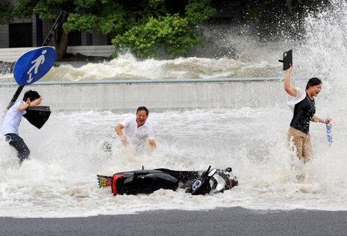 銭塘江の大波11