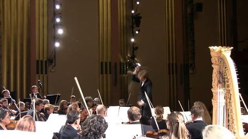 オーケストラで居眠り女性が叫び声02