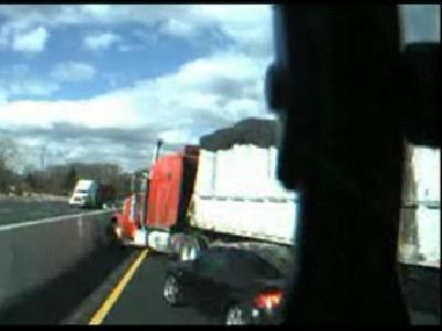 トラック事故