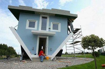 上下逆さの家10