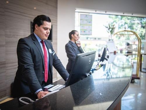 5つ星のホテルに働く人に質問