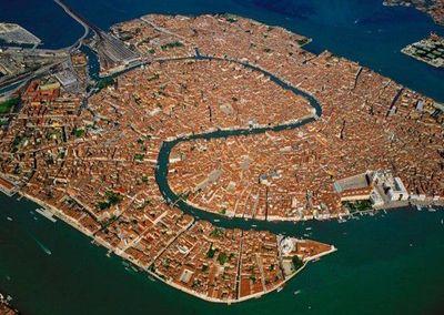 水の都ベネチアの全貌を、ひと目で把握でき過ぎる画像
