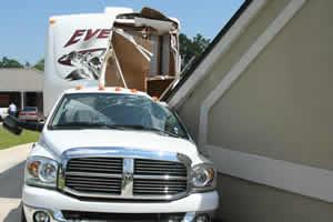ドライブスルーATMの屋根が崩れる04