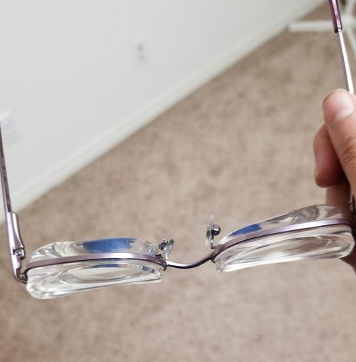 分厚いメガネ01