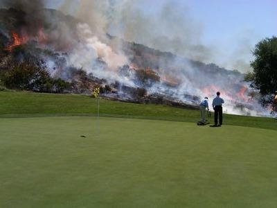 ゴルフ場燃える01