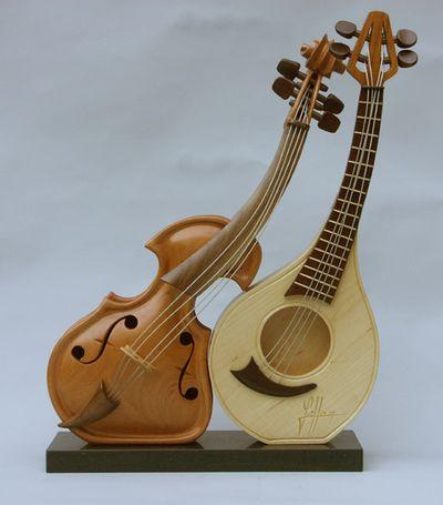 変わった形のバイオリン06