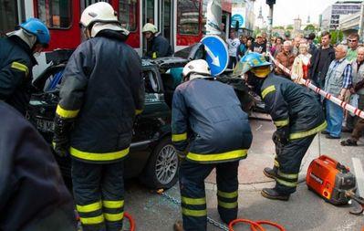 BMWと電車の事故で無傷04