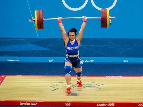 重量挙げの女子選手