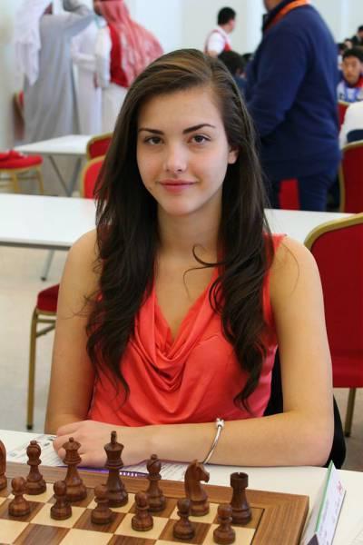 カナダの美人チェスチャンピオン07