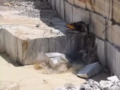 大理石の採石場02