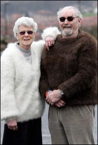 死んだ愛犬の毛を思い出としてセーターにしてしまった夫婦01