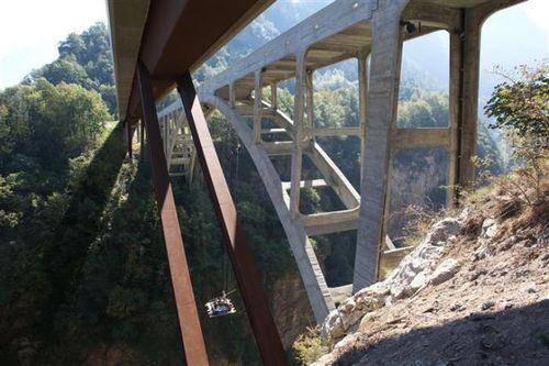 橋の下の露天風呂20