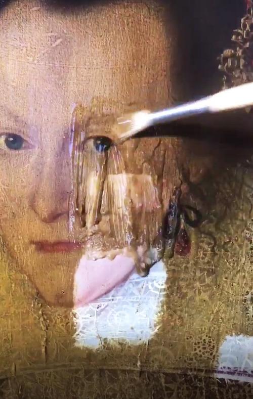 400年前の絵画の汚れを取り除いた結果03