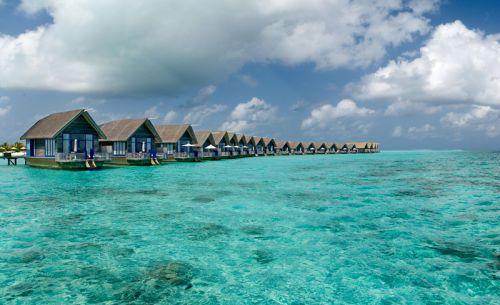 モルディブの小舟のようなホテル02
