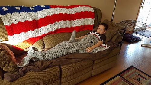 おばあちゃんが作ったサメの毛布01