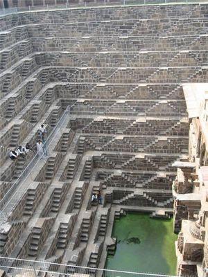 階段だらけのインドの井戸「Chand Baori」01