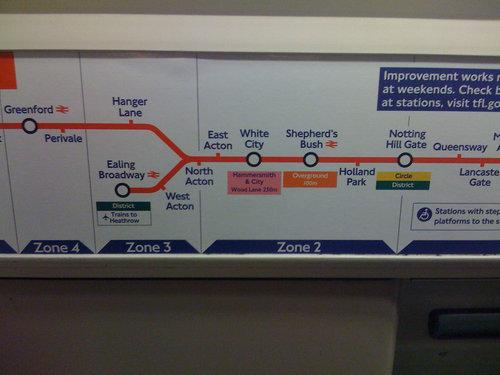 ロンドン地下鉄ゲリラステッカー12