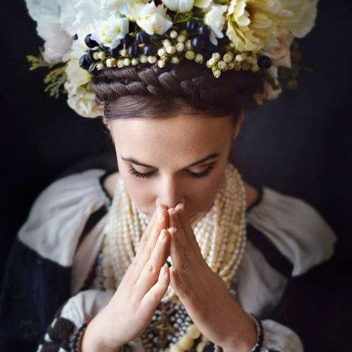 ウクライナ女性の伝統衣装03