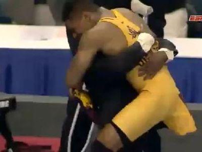 片足のレスリング・チャンピオン01
