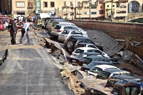 フィレンツェで洪水05