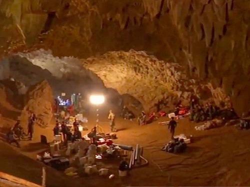 タムルアン洞窟の遭難事故