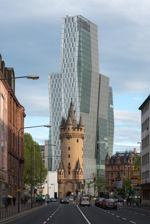 フランクフルトの対照的な2つの建物01
