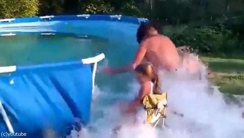 おじいちゃん「プールの水を空にするよ!」04