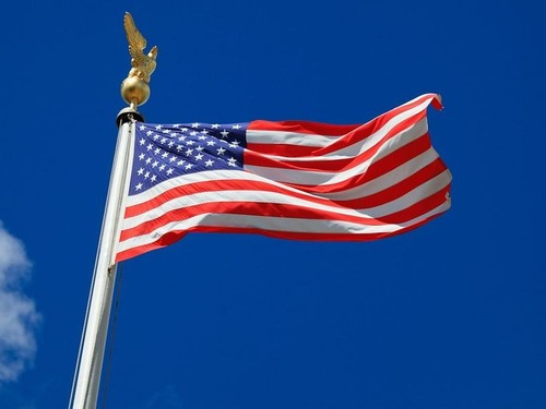 アメリカ国旗とウクライナ国旗が意味するのは00