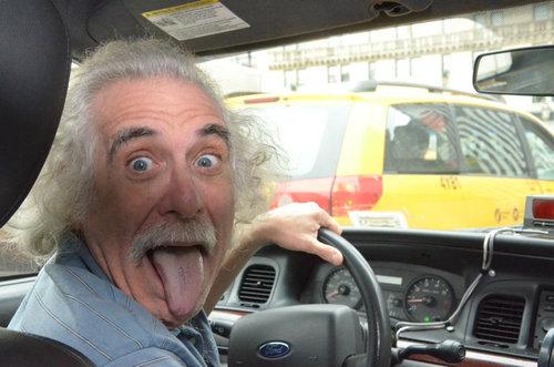 見覚えのあるタクシードライバー01