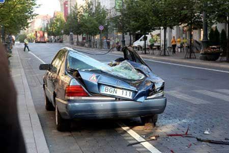 装甲車で違法駐車を潰す02