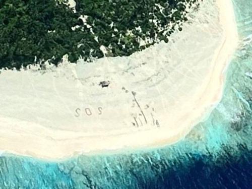 太平洋の孤島に「SOS」00