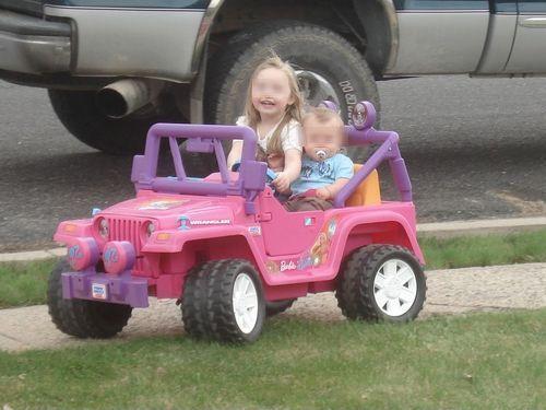 バービーの車を男の子向けの車にリサイクル00