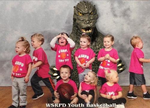 娘のバスケットボールのチーム写真07