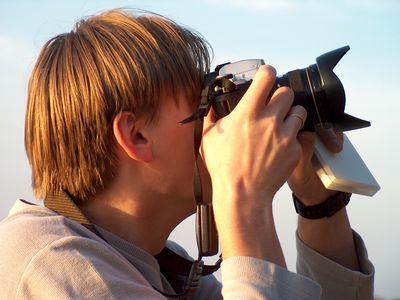 カメラのアングルは女性の体のどこを狙っているのかTOP