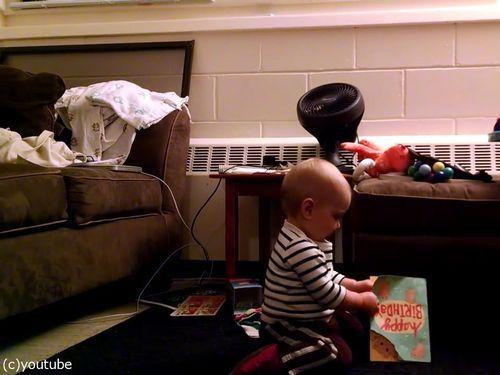 音の流れるクリスマスカードと赤ちゃん05