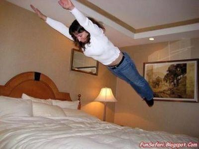 ベッドの上の少女たち06