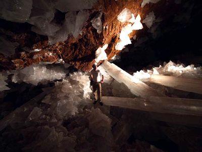 巨大なクリスタルに埋め尽くされた洞窟08