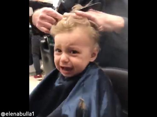 初めての美容室で男の子が泣き出したら00