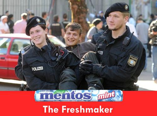 ドイツの警官と抗議者02