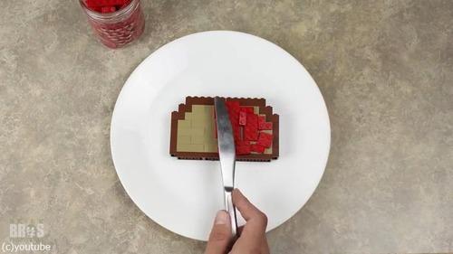 朝食づくりをレゴで表現した動画がすごい06