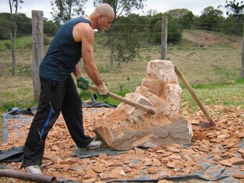 岩を斧で削った結果04